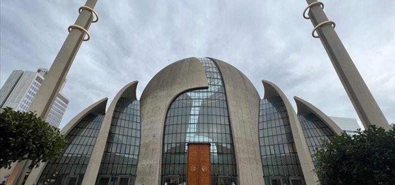 Köln şehrinde cuma günleri ezan okunmasına izin verildi
