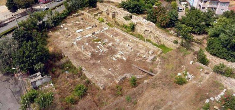 İznik'te nekropol kazısında bulunan iki lahitten mumyalanmış 3 iskelet çıktı