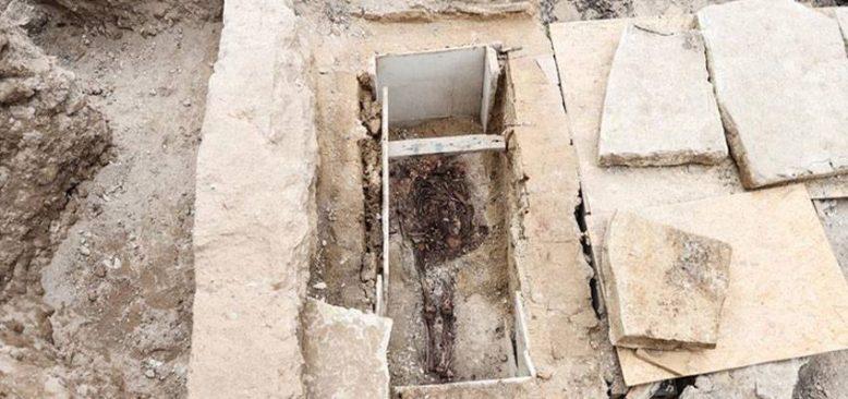 Kazlıçeşme Arkeolojik Kazı Alanı'nda lahit ve sandık tipi mezar bulundu