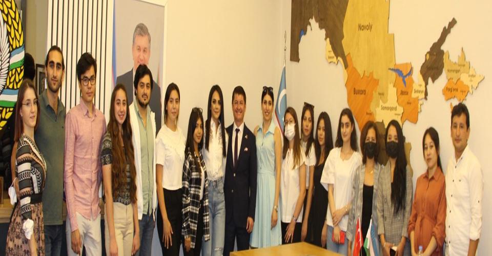 Antalya'da yaşayan Özbekler ülkelerindeki seçim için oy kullanabilecek